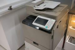 Odbitkowa maszyna w biurze lub sklepie przygotowywających używać obrazy stock