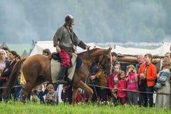 Odbudowa historyczna bitwa antyczne słowianki w kwinta festiwalu dziejowi kluby w Zhukovsky okręgu Kalu Obraz Royalty Free