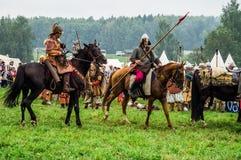 Odbudowa historyczna bitwa antyczne słowianki w kwinta festiwalu dziejowi kluby w Zhukovsky okręgu Kalu zdjęcia stock