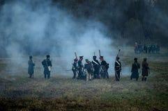 Odbudowa historyczna bitwa między rosjaninem i Napoleon oddziałami wojskowymi od Rosyjskiego miasta Maloyaroslavets Zdjęcie Stock