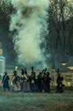 Odbudowa historyczna bitwa między rosjaninem i Napoleon oddziałami wojskowymi od Rosyjskiego miasta Maloyaroslavets Fotografia Royalty Free