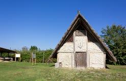 Odbudowa Neolityczny dom obrazy stock