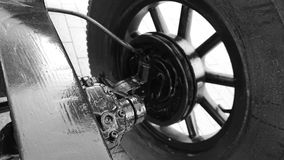 Odbudowywający frontowy zawieszenie antykwarski samochód zdjęcia royalty free