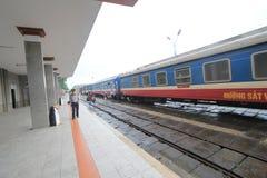 ODCIEŃ stacja kolejowa Zdjęcie Royalty Free