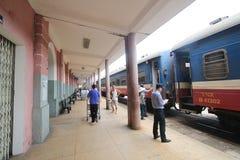 ODCIEŃ stacja kolejowa Zdjęcia Stock