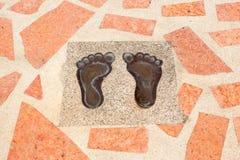 Odciski stopy stemplujący na mosiądzu zdjęcie stock