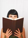 odczyt książkowi młodych kobiet Obrazy Stock