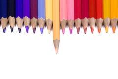 Odd One Out Color Pencil que hace frente abajo en fondo blanco puro foto de archivo libre de regalías