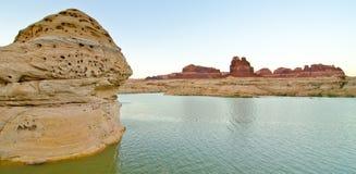 Odd Rocks sur la rivière sale de diable chez Glen Canyon, UT Image stock