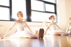 Oddana grupa młode baleriny fotografia royalty free