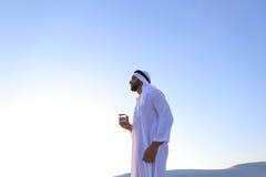 Oddech świeżość męski muzułmanin w środku suchy klimat s Zdjęcia Stock