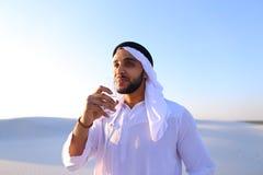 Oddech świeżość męski muzułmanin w środku suchy klimat s Fotografia Stock
