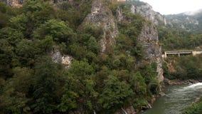 Oddolna panorama góry i rzeka, Montenegro zdjęcie wideo