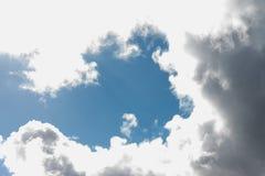 Oddolny widok burzowy niebo w Cornwall obraz royalty free