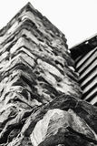 Oddolny widok Kamienny komin zdjęcia royalty free