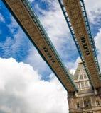 Oddolny widok wierza most na słonecznym dniu zdjęcia stock