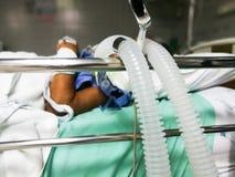 oddychanie tubki wyposażenie w ICU fotografia royalty free