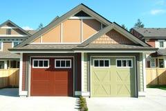 Oddzielnych garaży Mieszkaniowy budynki mieszkalne Obrazy Royalty Free