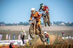 Odefinierad ryttare på polsk motocrossmästerskap Royaltyfri Bild