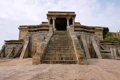 Odegal Basti lub basadi, Vindhyagiri wzgórze, Shravanbelgola, Karnataka Frontowy widok Obraz Royalty Free