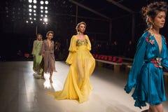 Odels an der Wiederholung an der Modeschau FTL Moda während MBFW-Falles 2015 lizenzfreies stockfoto