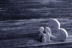 oden le coeur Amour et fidélité, une jeune famille forte Images libres de droits