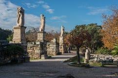 Odeon van Agrippa-standbeelden in Oud Agora van Athene stock afbeeldingen