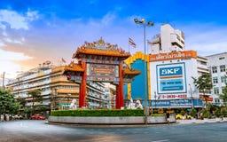 Odeoncirkel de Booggateway aan de Chinatown van Yaowarat of van Bangkok stock foto's