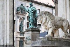 Odeonsplatz - Feldherrnhalle a Monaco di Baviera Germania Fotografie Stock Libere da Diritti