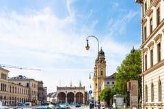 Odeonsplatzvierkant in de stad van München royalty-vrije stock afbeelding