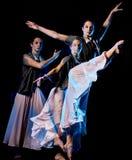 Odern baletniczego tancerza dancingowa kobieta odizolowywał czarnego bacground obrazy royalty free