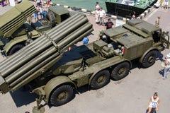 Odesa,乌克兰- 2016年7月03日:军事vehickles ` Uragan `和`毕业`的陈列在庆祝海军期间的强迫天 库存照片
