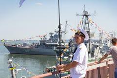 Odesa,乌克兰- 2016年7月03日:口岸的乌克兰海洋官员,守卫在庆祝海军期间强迫天 库存照片