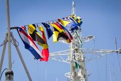 Odesa,乌克兰- 2016年7月03日:在军舰的欢乐海军旗子 庆祝乌克兰海军强迫天 图库摄影