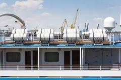 Odesa,乌克兰- 2016年7月03日:在游轮的救生艇 海军天庆祝 库存图片