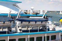 Odesa,乌克兰- 2016年7月03日:在游轮的救生艇 海军天庆祝 免版税库存照片