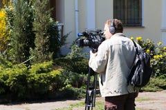 Odesa,乌克兰- 2016年4月16日:摄影师录音事件在地方植物园里 免版税图库摄影