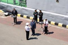 Odesa,乌克兰- 2016年7月03日:Petro波罗申科总统授予水手和战士傲德萨口岸的码头的 免版税库存图片