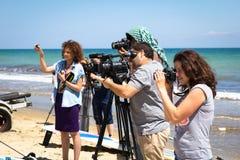 Odesa, Ουκρανία - 4 Ιουνίου 2016: Μαγνητοσκόπηση ατόμων τηλεοπτικής κάμερα μια αθλητική εκδήλωση παραλιών Στοκ Εικόνες