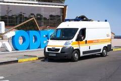 Odesa, Ucraina - 3 luglio 2016: Ambulanza sul pilastro di porto Celebrazione di giorno della marina Fotografie Stock Libere da Diritti