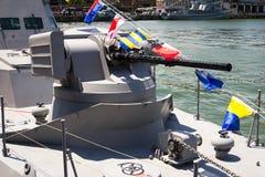 Odesa Ukraina - Juli 03, 2016: festliga sjö- flaggor på krigsskeppet Tvingar den ukrainska MARINEN för beröm dag Royaltyfria Foton