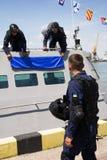 Odesa Ukraina - Juli 03, 2016: Militära sjömän near den nya krigsskeppet 'Akerman', Tvingar den ukrainska MARINEN för beröm dag Arkivfoto