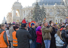 ODESSA 1. April: Leute überwachen freies Konzert Stockbild