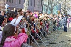 ODESSA 1. April: Leute überwachen freies Konzert Lizenzfreie Stockfotografie