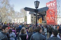 ODESSA 1. April: Leute überwachen freies Konzert Stockbilder