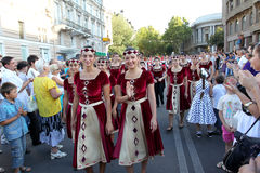Odessa 24. August: Männer in den traditionellen Kostümen am Festivalna Stockfotos