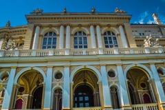 Odessa City Opera och balettteater med forntida statyer Fotografering för Bildbyråer