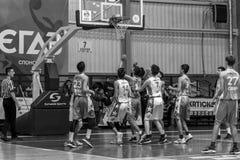 Odessa, de Oekraïne - Februari 16, 2019: De liga van de het basketbalschool van sportieve vakantiekinderen De tieners spelen bask royalty-vrije stock afbeeldingen