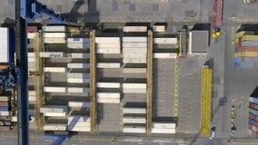 Odessa, de OEKRAÏNE - MEI 6, 2017: Luchtmening over van de overzeese van Odessa de activiteit handelhaven stock videobeelden