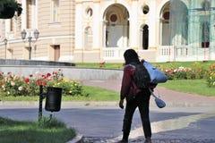 Odessa, de Oekra?ne Juni 2019 Sociaal probleem betreffende armoede, gebrek aan het werk en bijgevolg integratie met de maatschapp royalty-vrije stock foto's